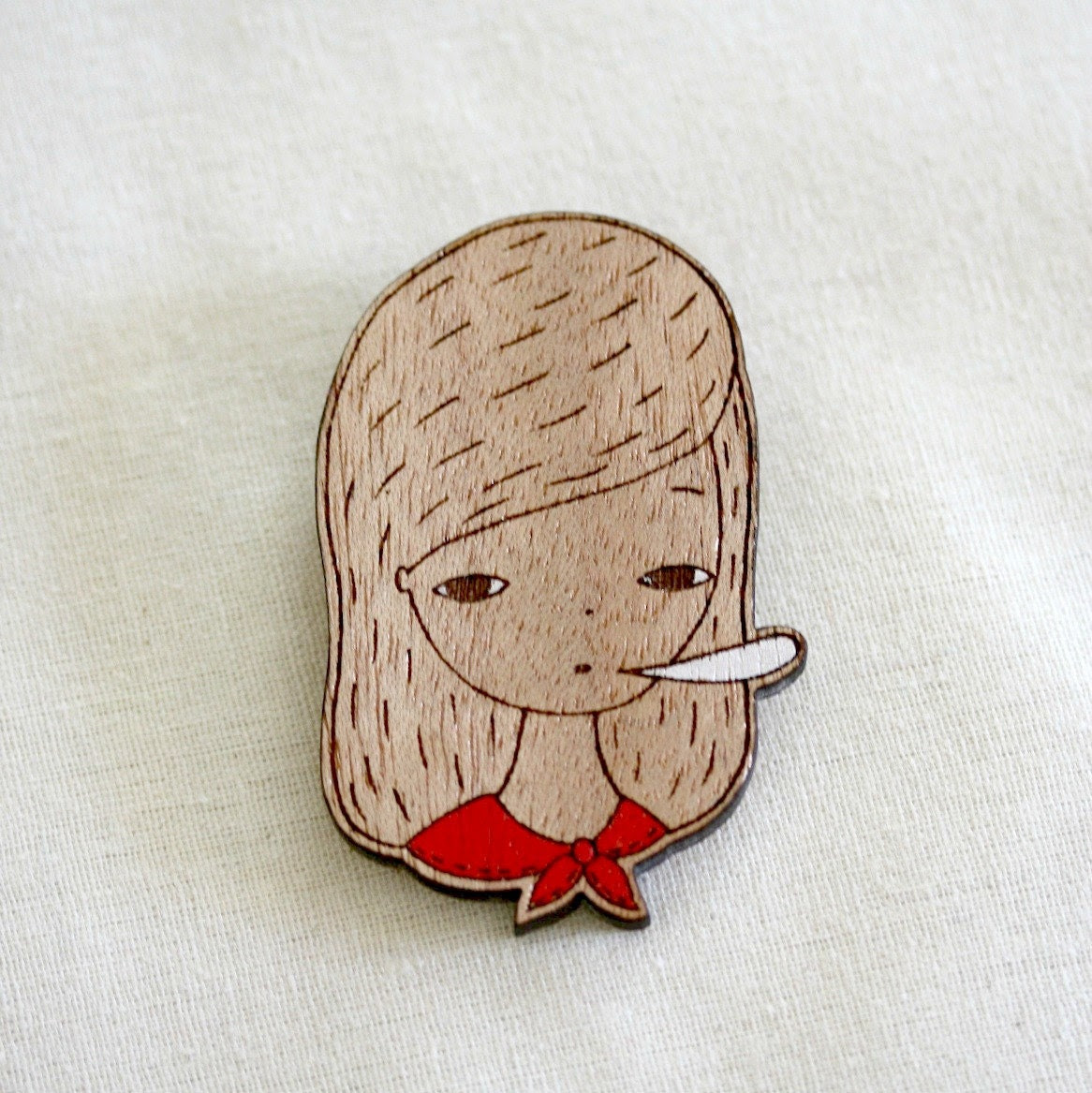 Scout Brooch in Red