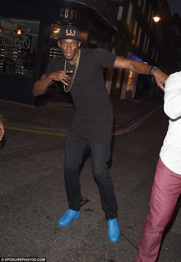 Grande noite: Parafuso festejaram a noite toda em Soho clube Cirque le Soir em Londres, onde ele foi retratado antes, e foi visto saindo às 05h45