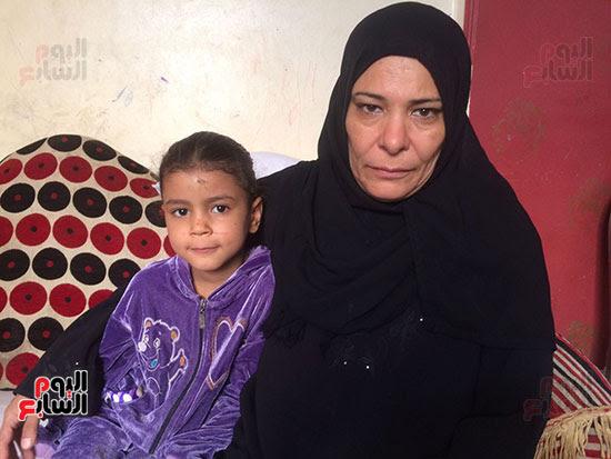 الجدة والطفله التى خرجت الام لانقاذها
