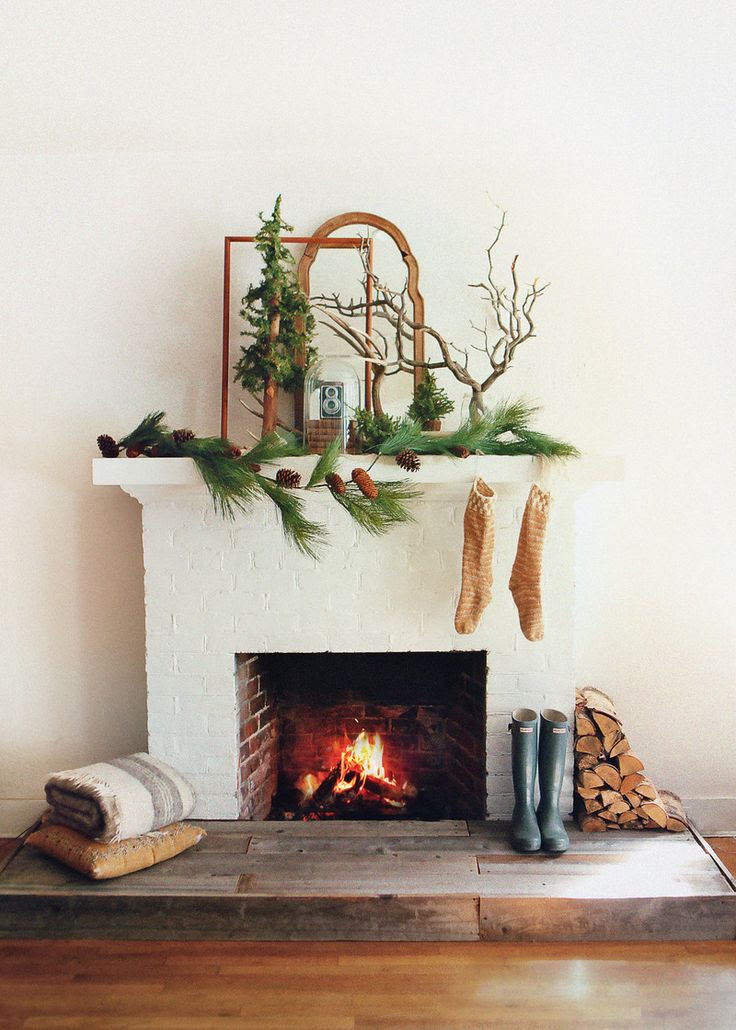 Christmas Mantel Display | Friday Christmas Favorites at www.andersonandgrant.com