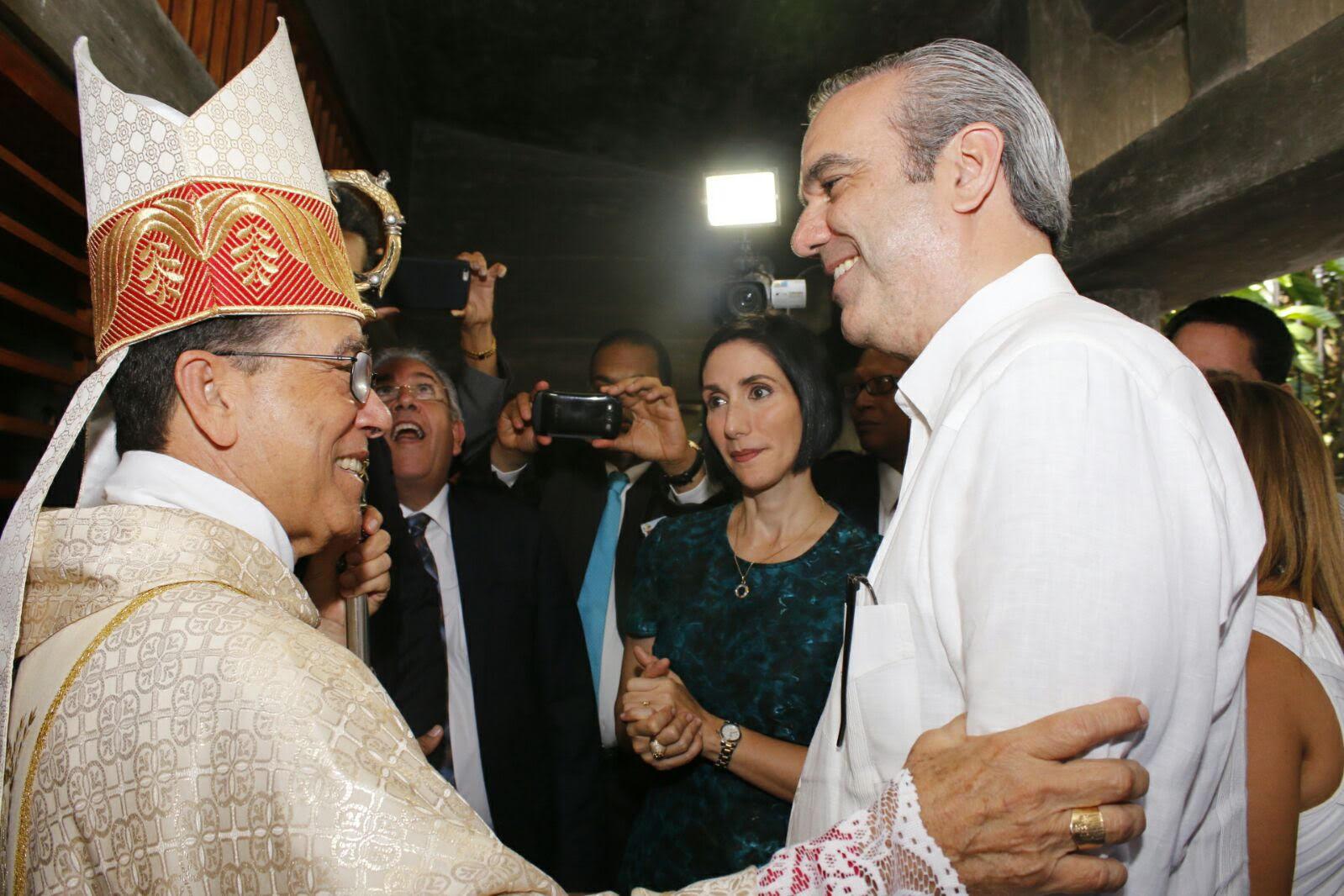 Abinader respalda llamado a debatir problemas nacionales que hace Iglesia