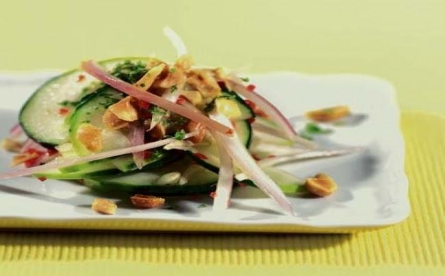 Ensalada thai de pepinos