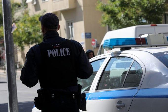 Προσαγωγή αστυνομικού για υπεξαίρεση χρημάτων από κρατούμενο