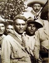 O coronel José Pereira, no destaque de gravata.