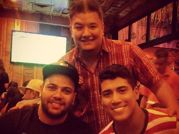 Luciano conheceu o produtor Andres Vargas e o músico Javier 'Pumba' (Foto: Luciano Rocha / Arquivo Pessoal)