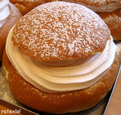 20070602_02 Vegan semla with whipped soy cream