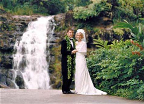 Oahu Weddings   Waimea Falls Wedding