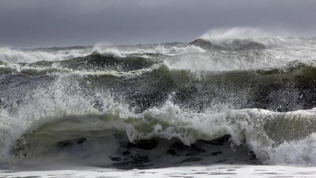 Multiple waves hit the Cooper's Beach in Southampton, N.Y.<br/><br/>