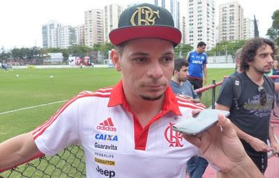 Pará concedeu entrevista após o treino de sexta, na Gávea (Foto: Fred Gomes/GloboEsporte.com)