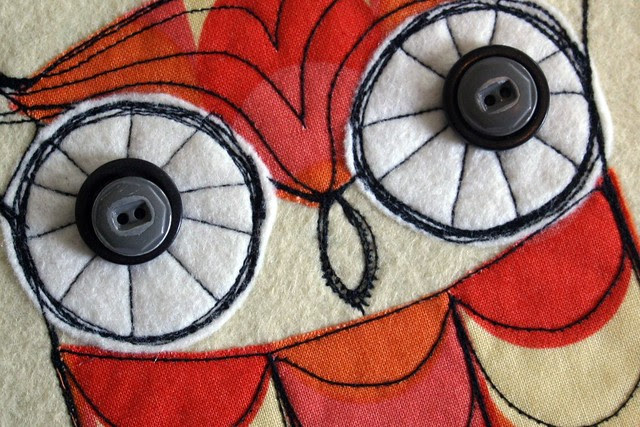 owly eyes -- vintage buttons