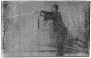 《昆吾劍譜》 李凌霄 (1935) - posture 24