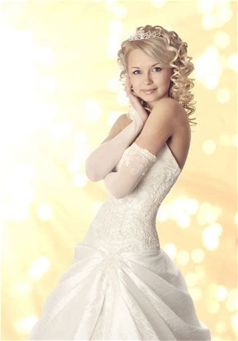 Wedding dress preservation protects against six risks