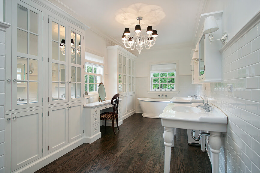 26 Master Bathrooms with Wood Floors (PICTURES)