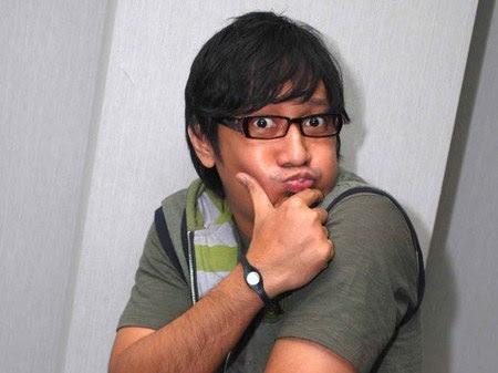 http://ter-paling.blogspot.com/2012/02/pantun-raja-gombal-deni-cagur-comedy_13.html