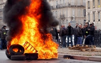 Tempers flare, tires burn in French taxi, aviation       strikes
