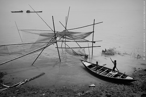 little boatman por mostakim timur