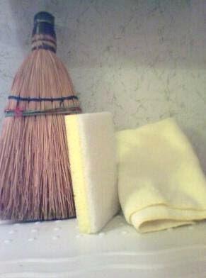 File:Broom, sponge and towel.jpg