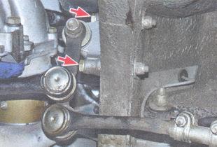 статья про Снятие и установка маятникового рычага на автомобиле ВАЗ 2106