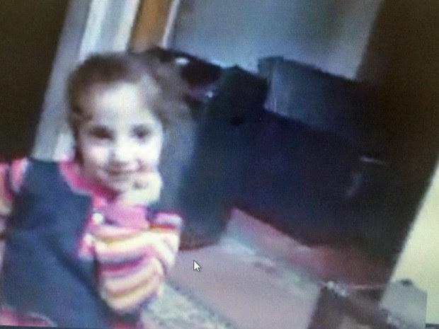 Mira Almidani, 5, em foto tirada pela tela do computador durante entrevista (Foto: Reprodução/Skype)