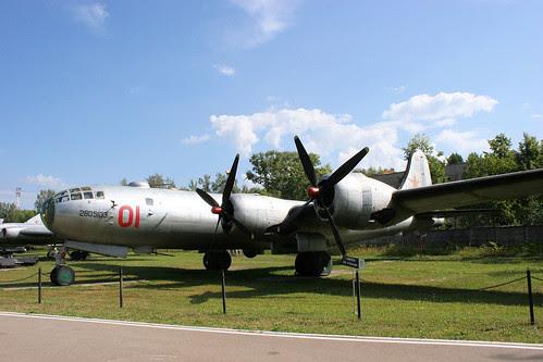 Tupolev Tu-4 01 red