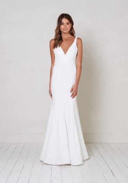 Sleeveless V neck Fit To Flare Wedding Dress With Pearl