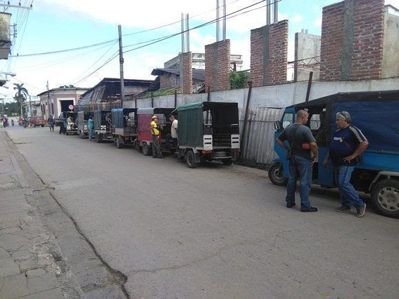 Las motonetas particulares pudieran tener una buena competencia si se extienden las arrendadas por el Estado hasta lugares como el reparto José Martí o la Universidad Central (Foto: Yunier Sifonte/Cubadebate)