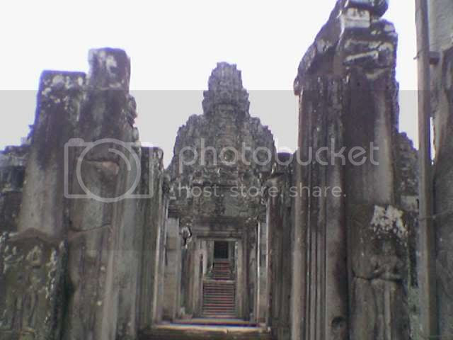 Photo taken from hp: Angkor Thom - Angkor Hallway