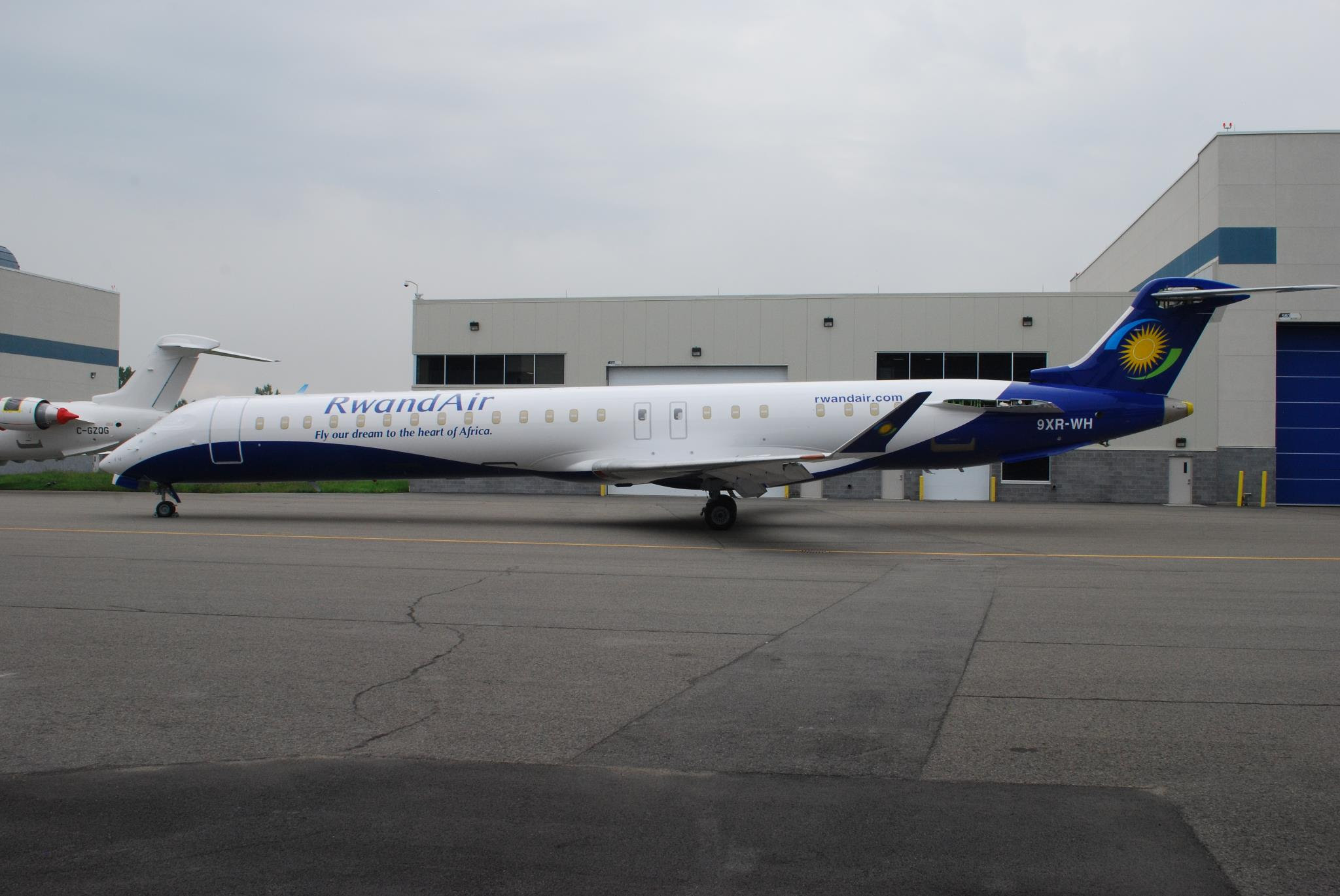 RwandAir CRJ900 '9XR-WH'