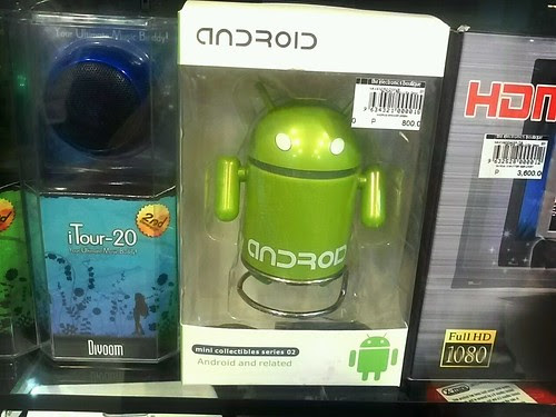 Mobile blog: spotted this cute android thing in market market by popazrael