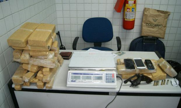 Polícia flagrou entrega de entorpecente na BR-104 / Foto: Divulgação/Adielson Galvão.