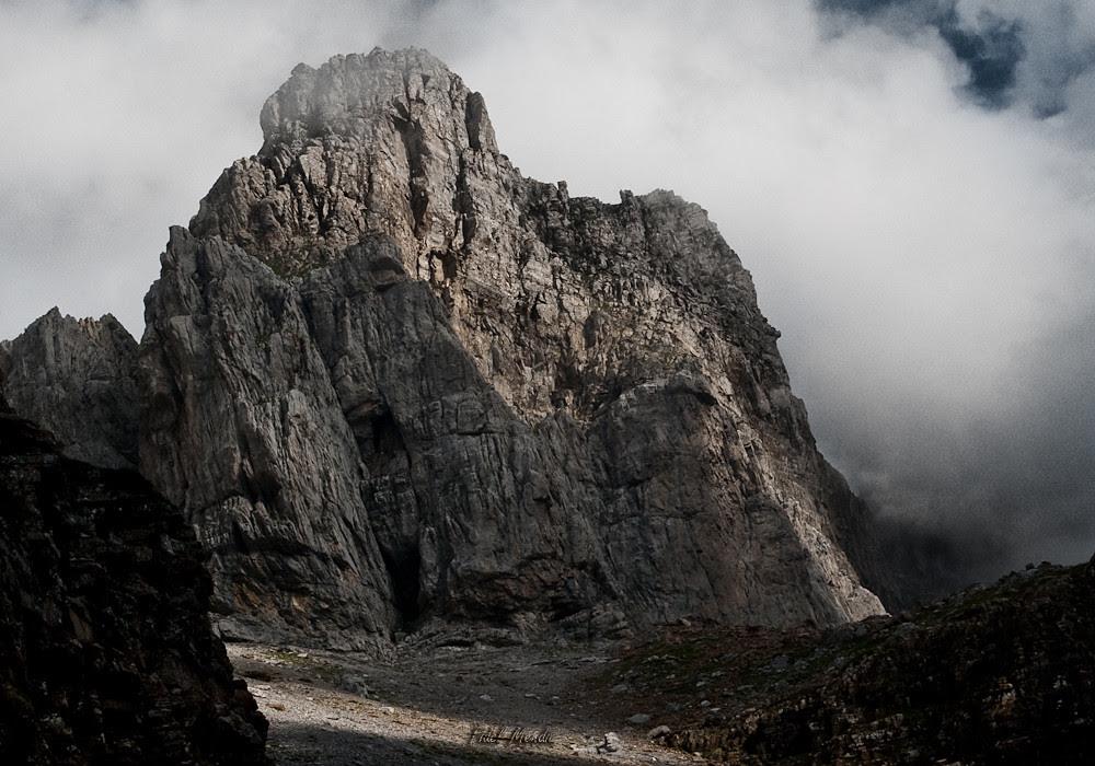 aproximación al pilar sur del Aspe entre nubes
