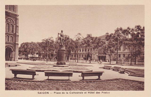 SAIGON - Place de la Cathédrale et Hôtel des postes