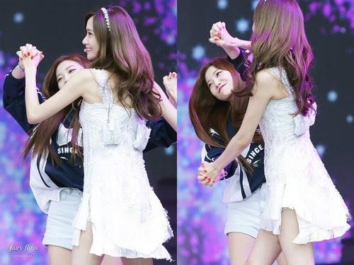 Yoona y Yeri ser juguetón