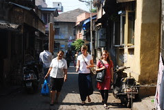 foreigners love bandra bazar road made famous by my bandra blogs by firoze shakir photographerno1
