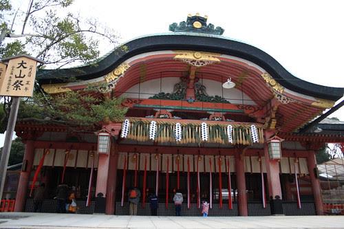 People praying in Fushimi Inari Shrine