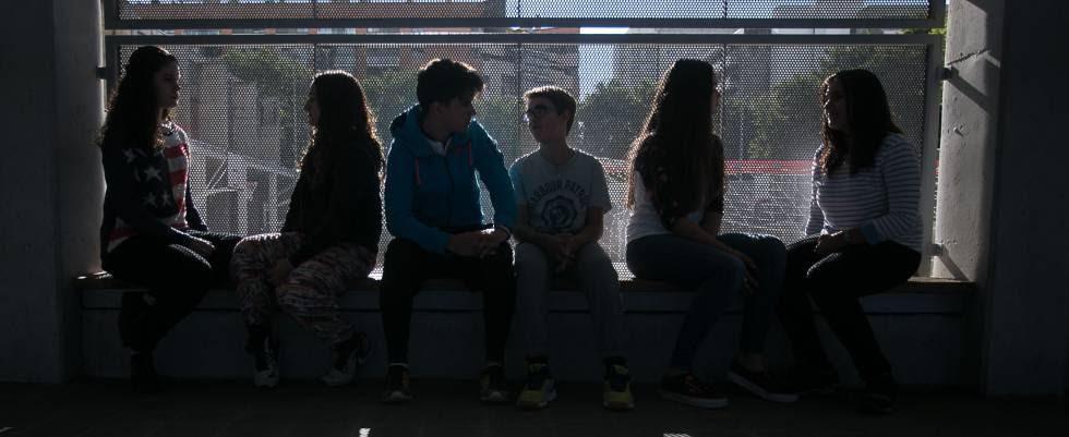 Alumnos del IES Front Maritim del Poble Nou de Barcelona, participan en el programa Tutoria Entre Iguales contra el acoso escolar.