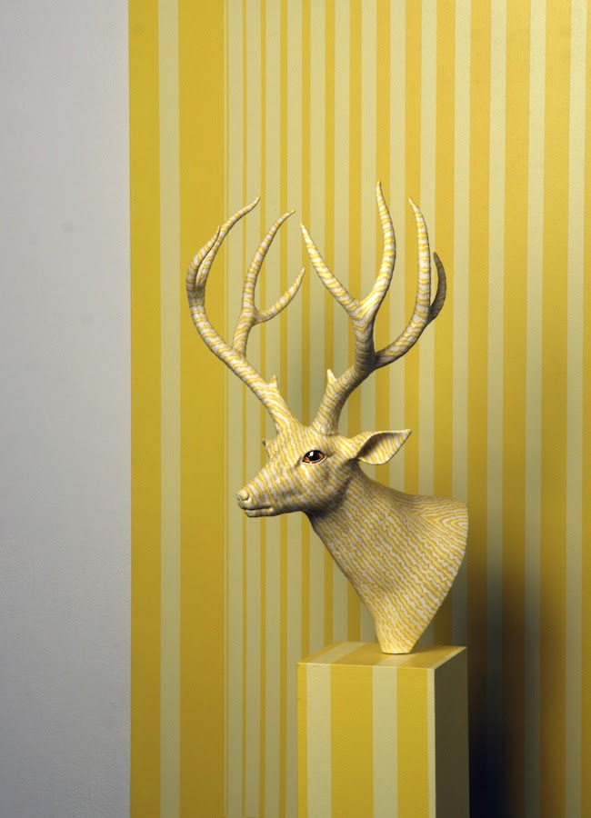 Wookjae Maeng, Hiding Deer, 2013, porcelaine, bois