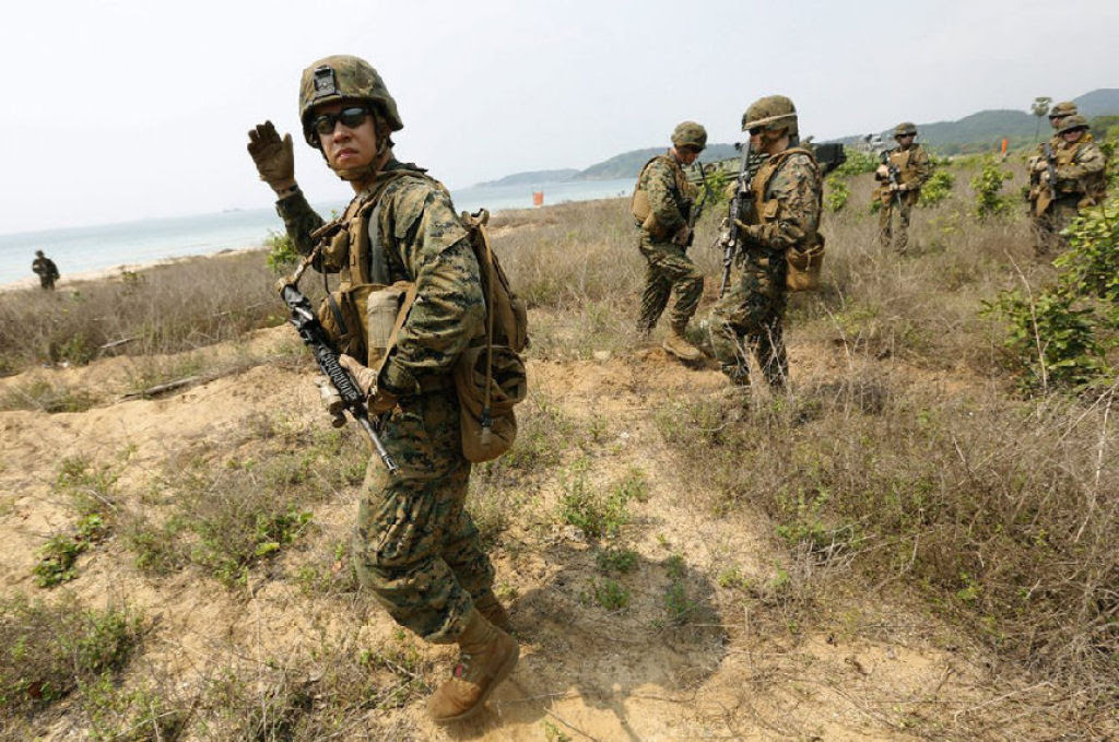 Cobra Gold 2013 - Militares sobrevivem com sangue de cobra na selva tailandesa 01