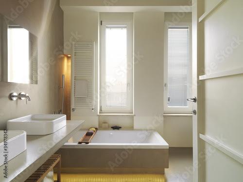 """bagno moderno con vasca da bagno"" Stock photo and royalty ..."