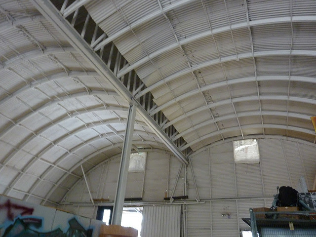 P1120029-2012-09-16-O4W-Tour-of-Homes-Inside-Old-4th-Ward-Used-and-Abused-Quonset-Hut-interior-double-curve
