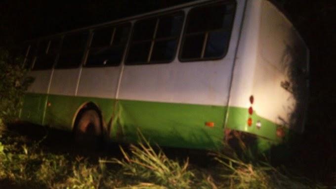 Ônibus que transportava grupos folclóricos tomba na BR-135 no MA