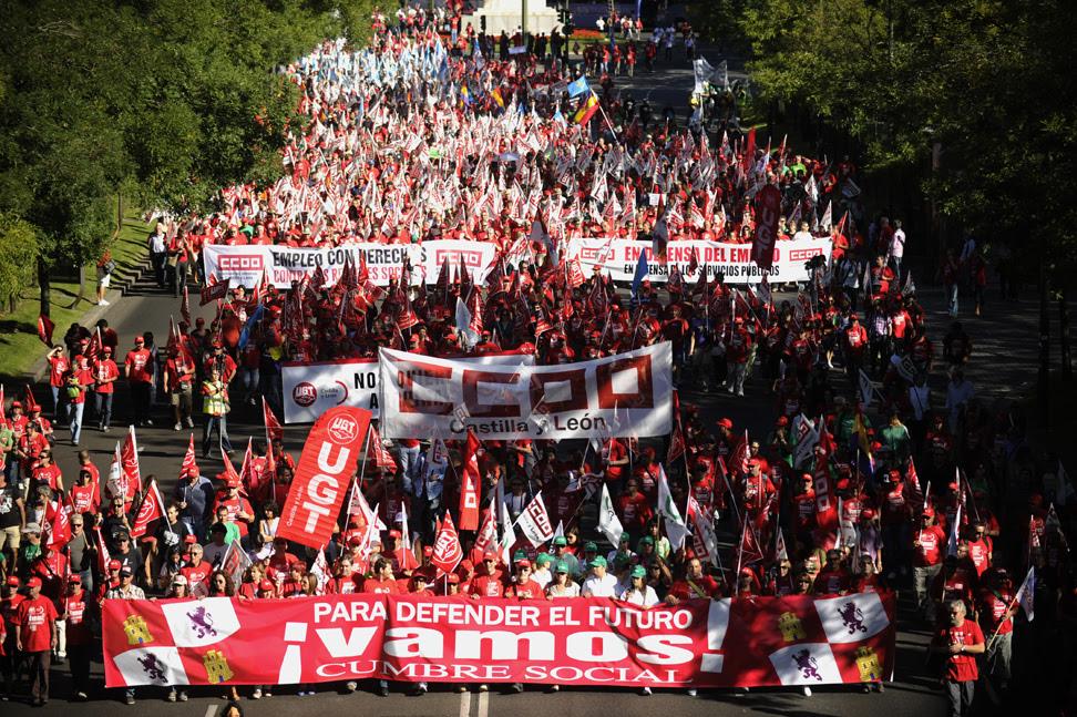 Diferentes marchas ciudadanas han recorrido este sábado el centro de Madrid antes de confluir en la plaza de Colón de la capital.