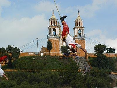 volador devant l'église.jpg