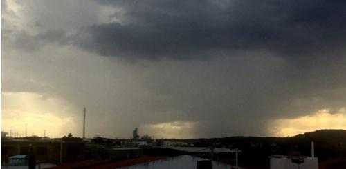 Resultado de imagem para chuva no interior rn