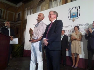 Montero Glez e Inmaculada Aguilera, ganadores del Premio de Novela Ateneo de Sevilla y Ateneo Joven de Sevilla de 2016