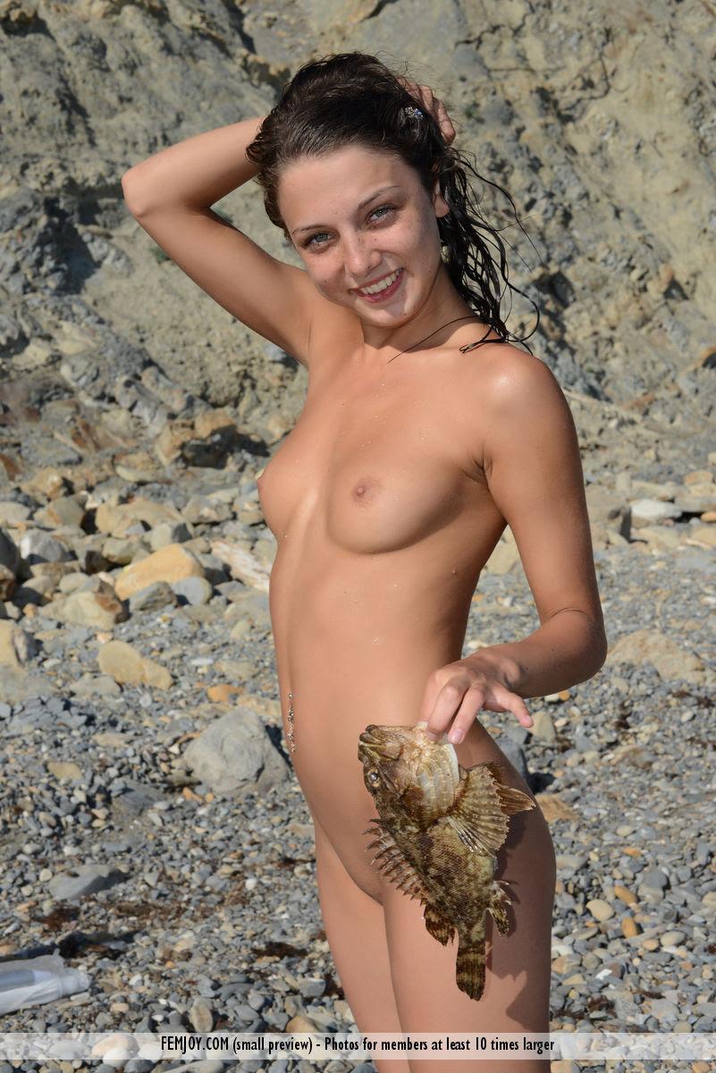 medina-u-seaside-beach-femjoy-02