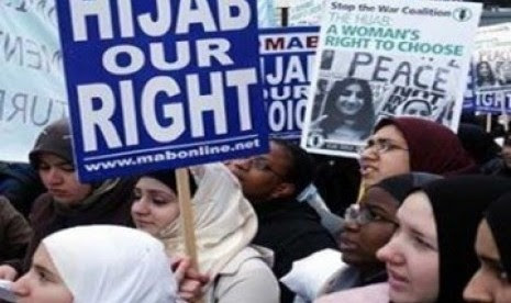 Demonstrasi menolak larangan Jilbab