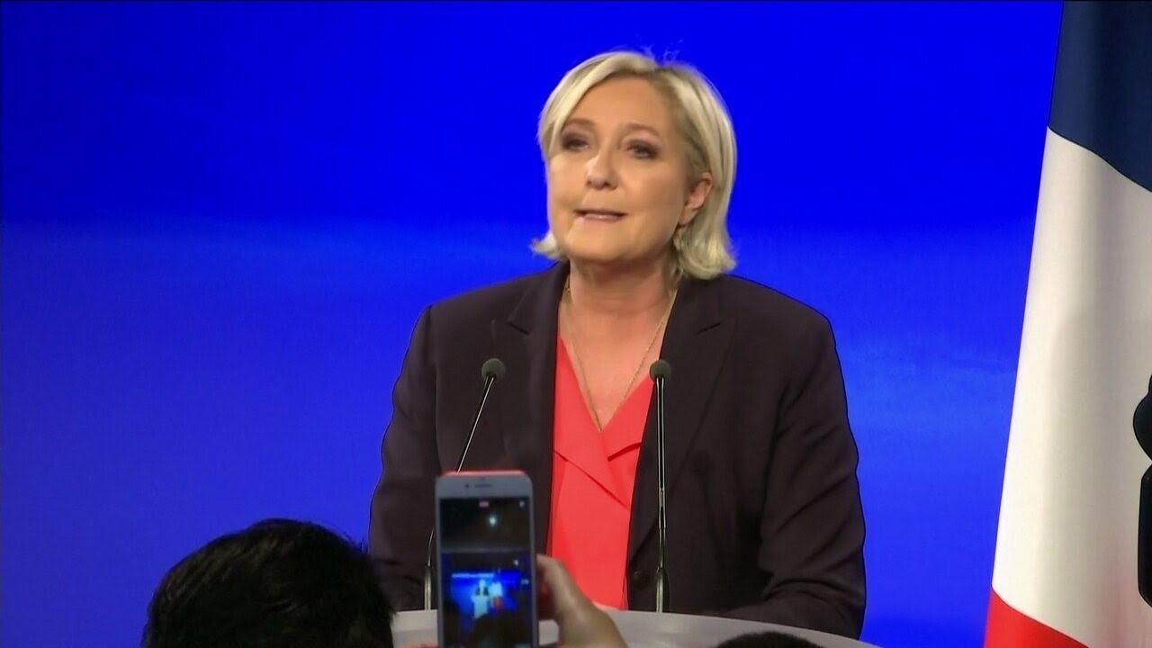 Marine Le Pen reconhece derrota em discurso em Paris