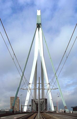 Photo Erasmus Bridge Copyright © Roel Wijnants Jacobastraat