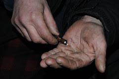 hands_holding_crack_7621_3 web